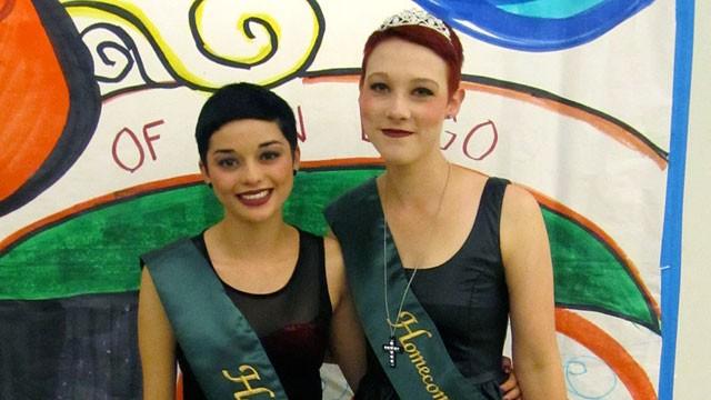 Deux filles au bal de promo