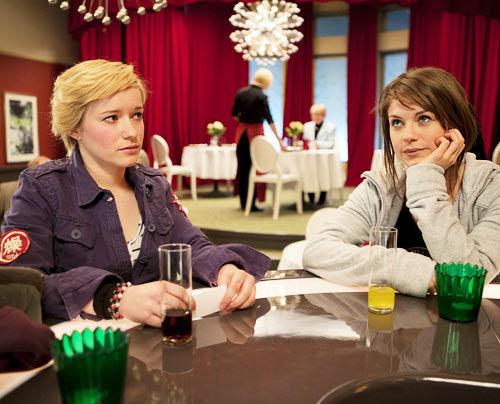 Hand Aufs Herz - Jenny & Emma