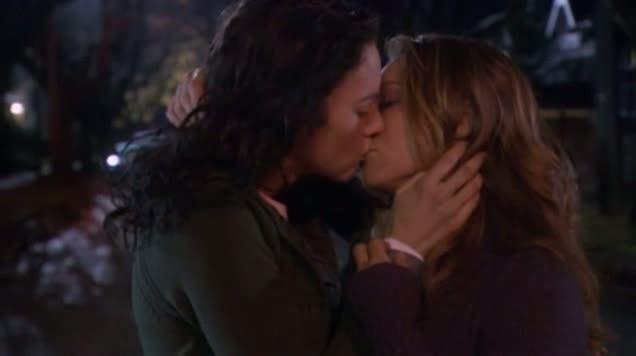 Exes & Ohs - Samantha & Jennifer Kiss