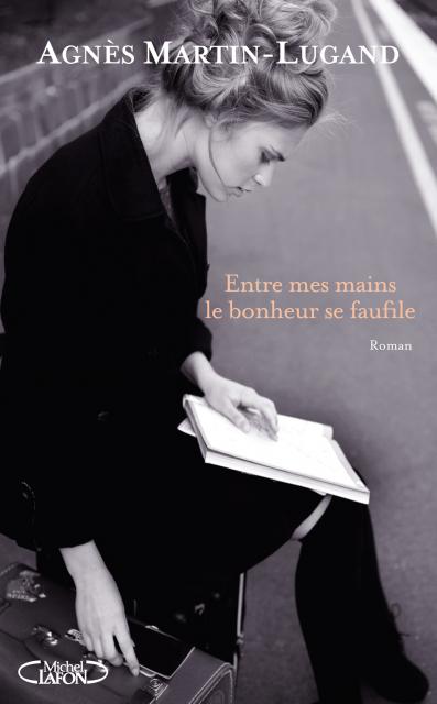 Couverture du livre : Entre mes mains le bonheur se faufile d'Agnès Martin-Lugand
